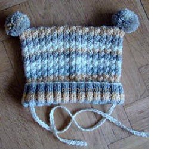 Детская шапочка с помпонами